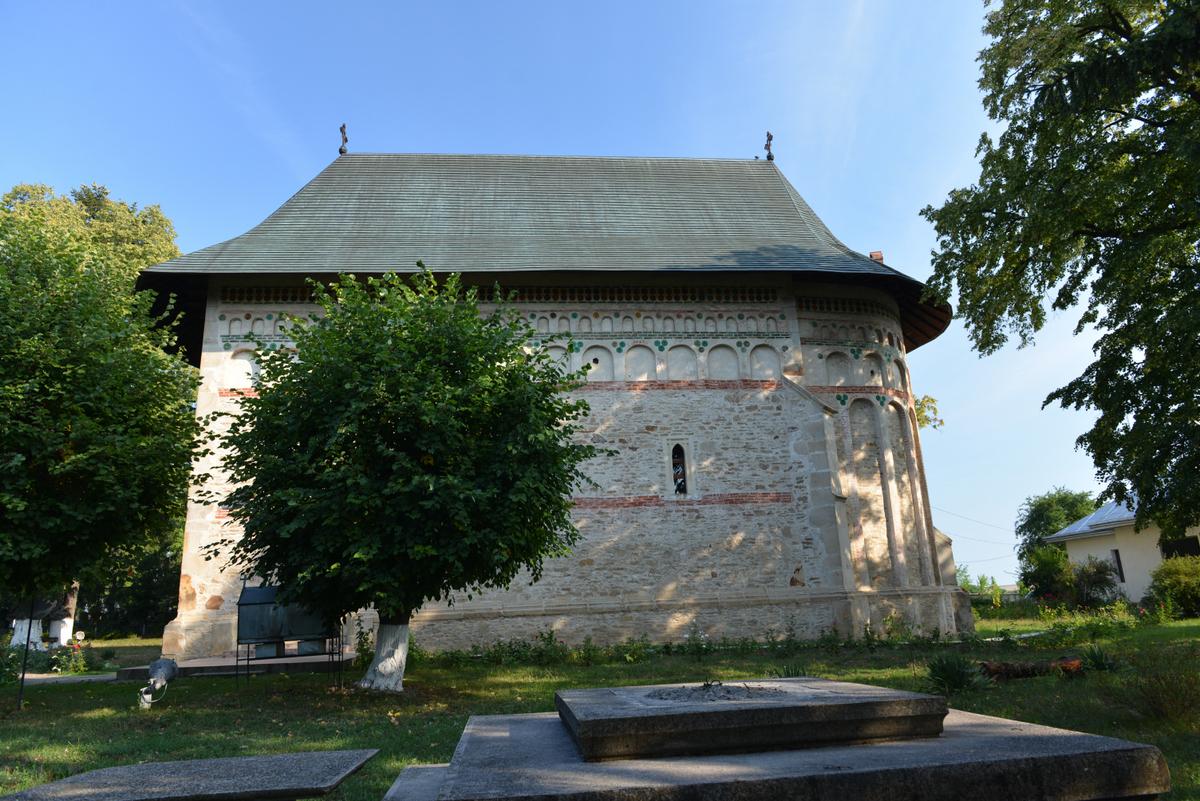 """Biserica """"Sf. Voievozi"""" - Mănăstirea Războieni - Monumente istorice din  Neamț"""